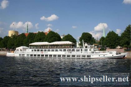 375. River excursion vintage ship