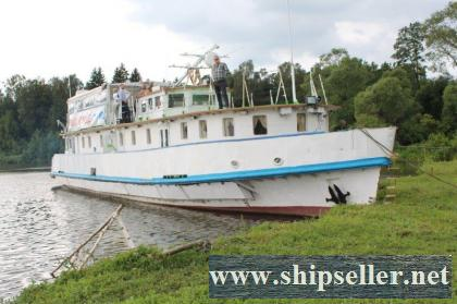 202. River passenger - work ship - 22 persons